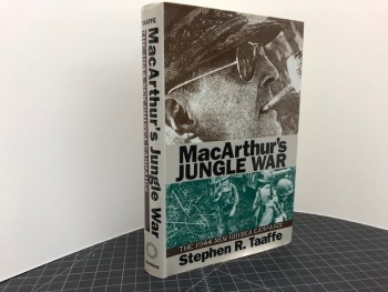 Image for Mcarthur's Jungle War: The 1944 New Guinea Campaign (Modern War Studies)